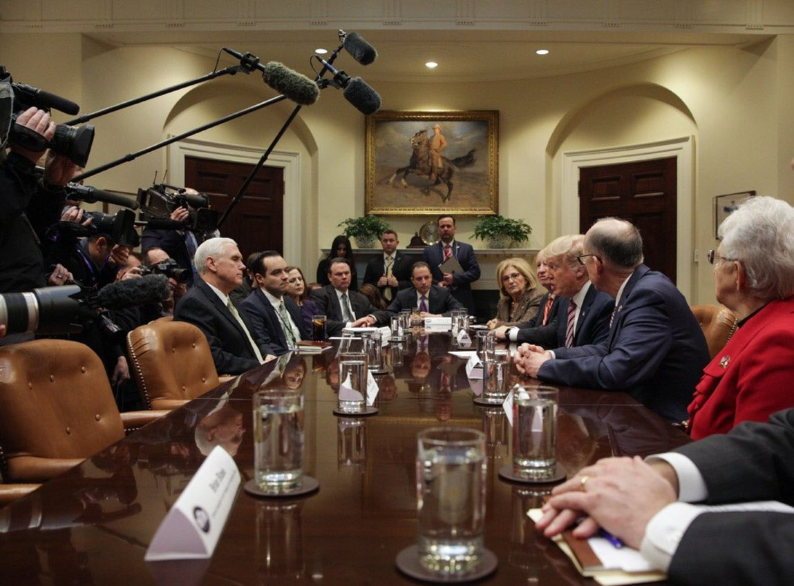 Trump meets with coalition of Democrats and Republicans as shutdown drags on