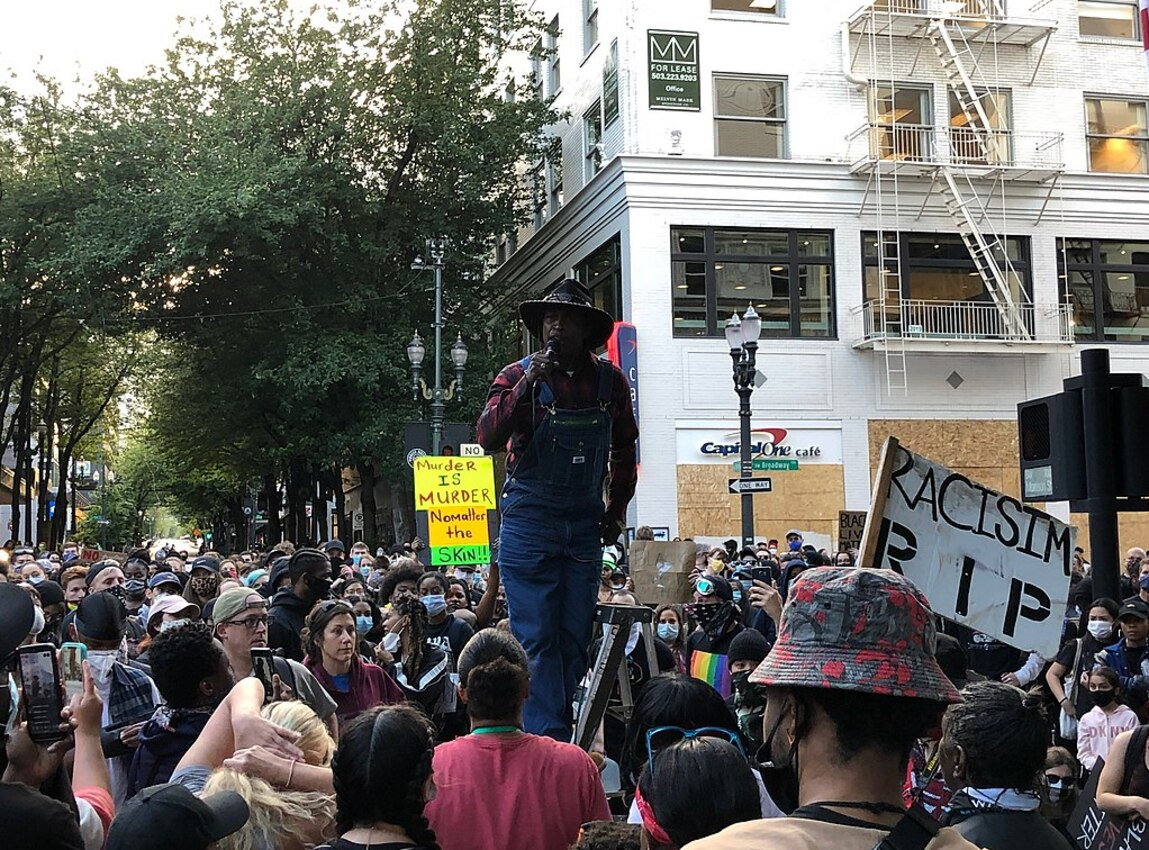 Violence escalates overnight between feds, protesters after thousands march in downtown Portland
