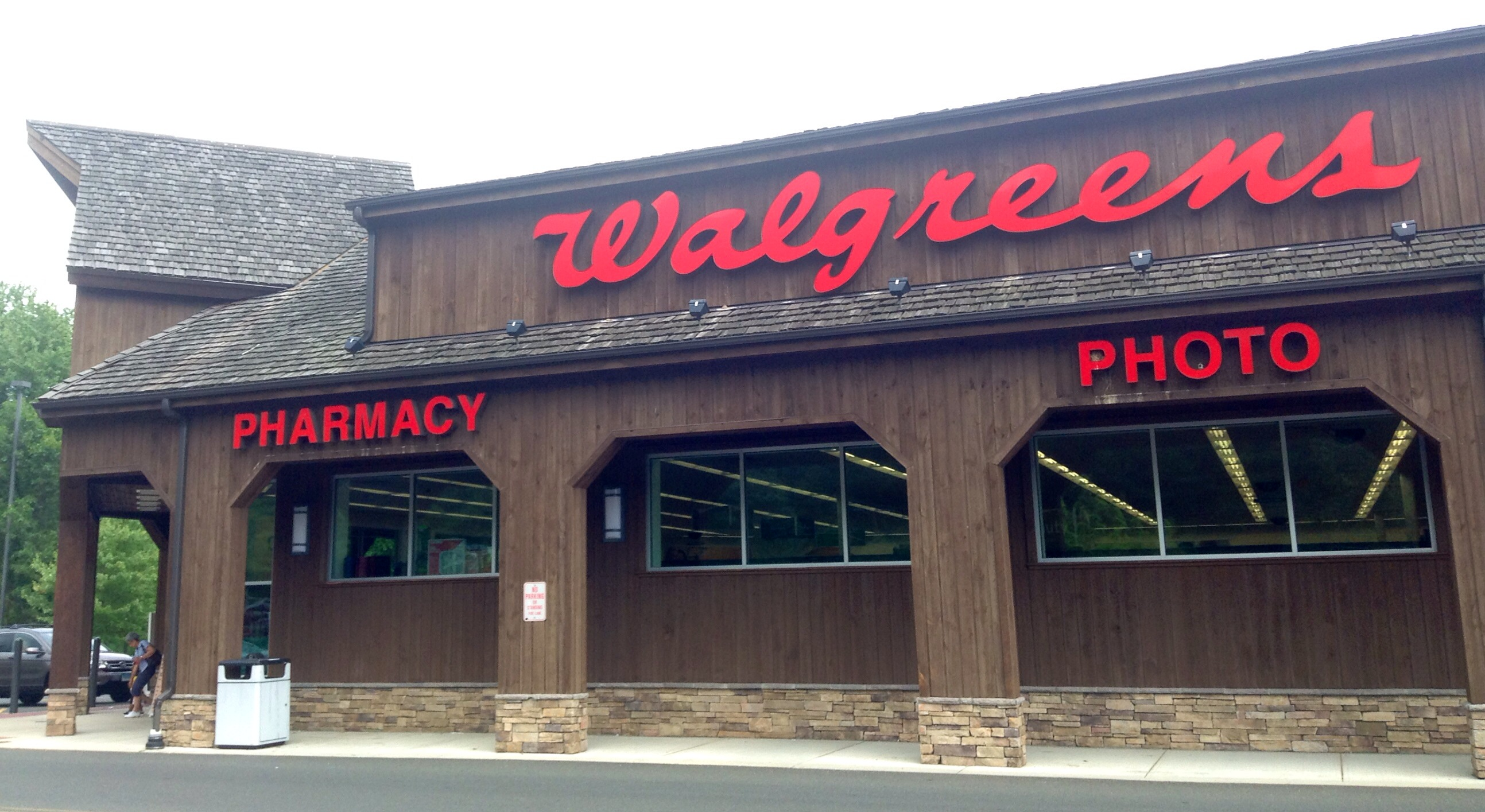 CVS, Walgreens complete first COVID-19 vaccine doses at nursing facilities
