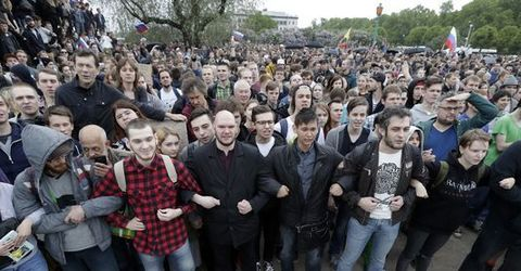 Alexei Navalny, Putin critic and Russian opposition leader, arrested as thousands protest on Russia Day