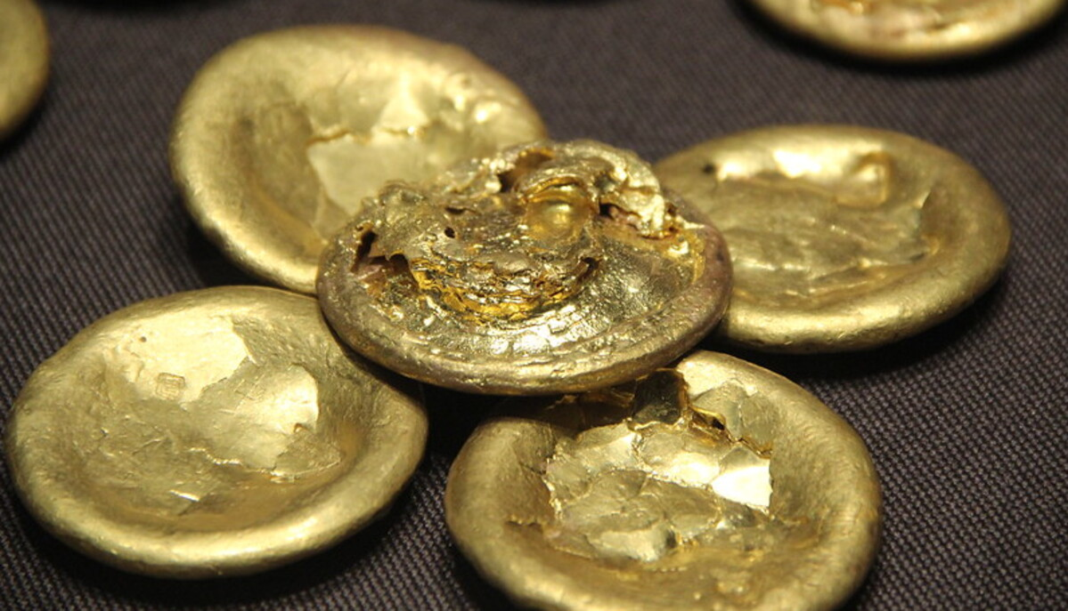 Gold prices up nearly 3% to mark highest finish since early November