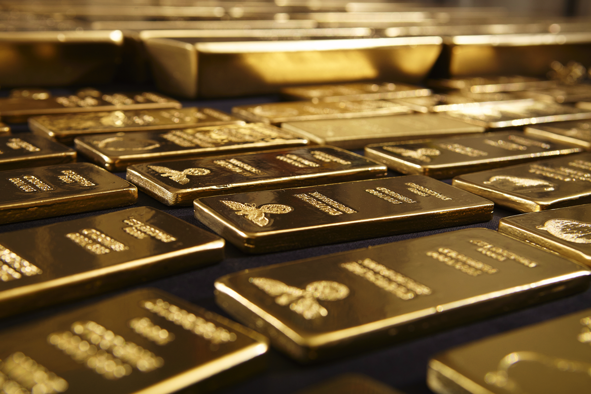 Gold edges up on easing U.S. yields, economic data in focus