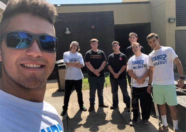 Students at Choctaw High School in Fort Walton Beach, Florida, walk out of class on May 2 in support of the Second Amendment (Photo: Twitter)