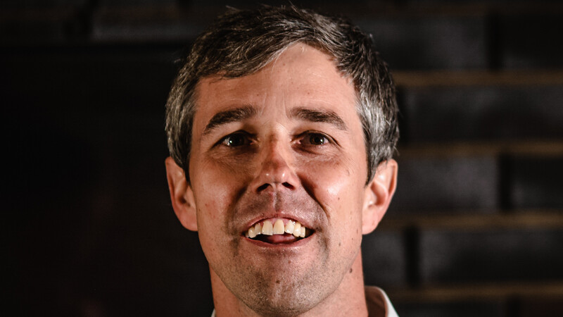 'So sad!': Beto O'Rourke campaign 'cheer guides' uncovered in Des Moines arena