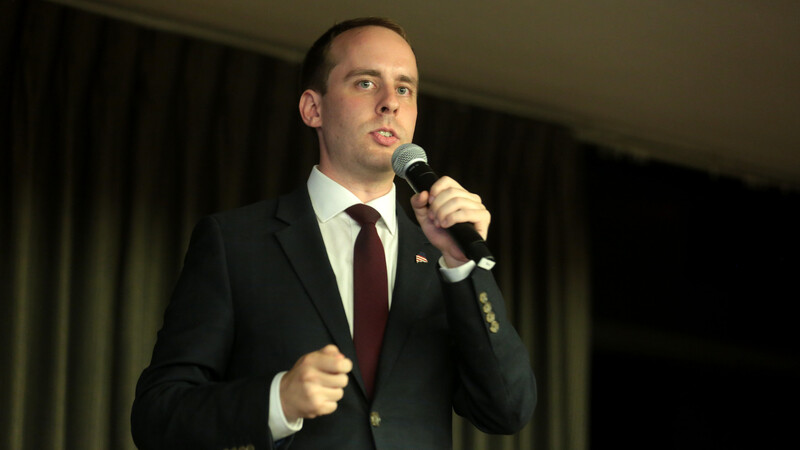 Maine Republican congressional candidate Eric Brakey giving away an AR-15 to one lucky donor