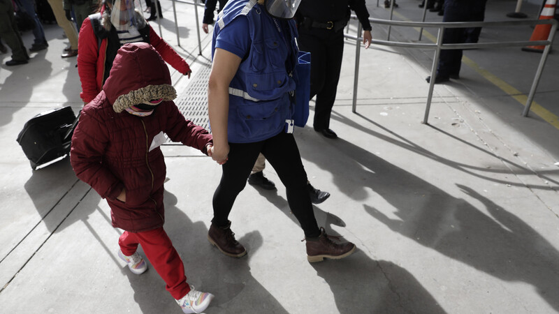 Steady Stream of Large Migrant Groups Cross Border into Texas