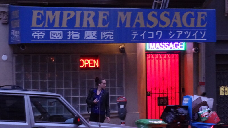 Seattle massage parlor shooting leaves 1 employee wounded; robbery suspects flee: reports