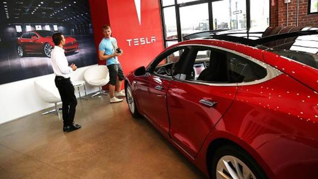 Barclays Says Tesla Overvalued and Asks What a Tweet Is Worth