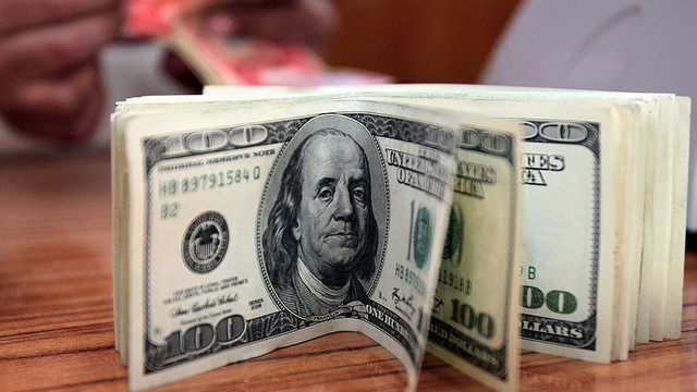 Dollar falls after disappointing data