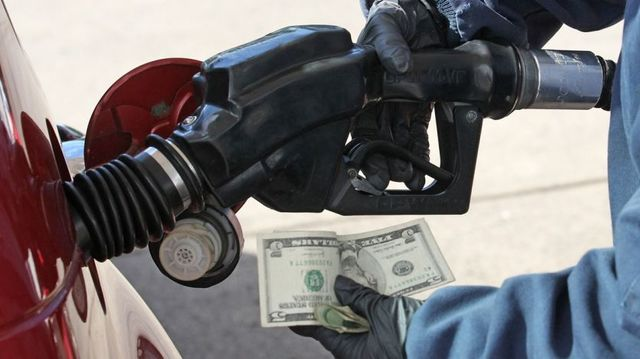 Average US gas prices rise first time in 11 weeks