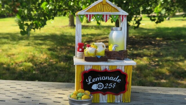 Peoria Cops Help Kids Whose Lemonade Stand Was Robbed at Gunpoint