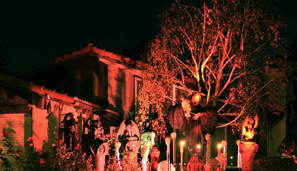 LA homeowner's fiery Halloween decorations spark calls to police, 911