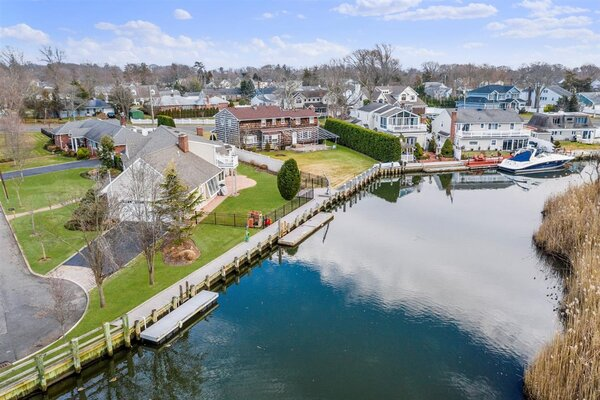 Perfect Waterfront Location