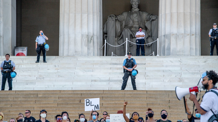 Rioters Vandalize WWII Memorial, DC Monuments