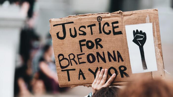 Louisville Braces For Riots Ahead Of Breonna Taylor Decision, Mayor Declares State Of Emergency