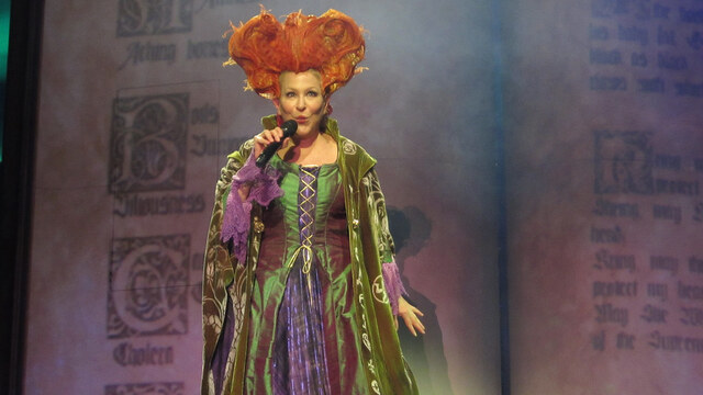 Bette Midler Salutes Housekeepers Around the Globe After Getting Familiar With Her Appliances