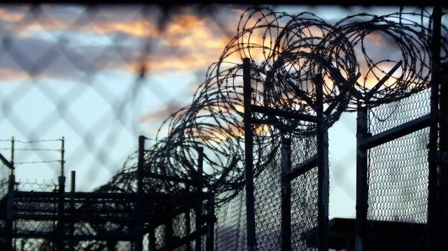 Obama presents plan to close Guantanamo, move detainees to US