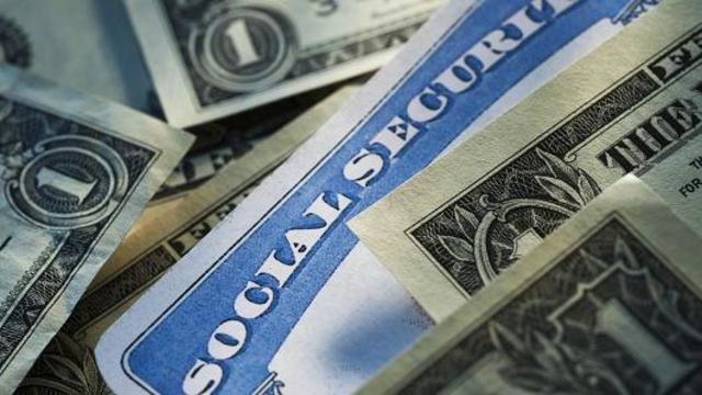 Here's when it makes sense to claim Social Security early