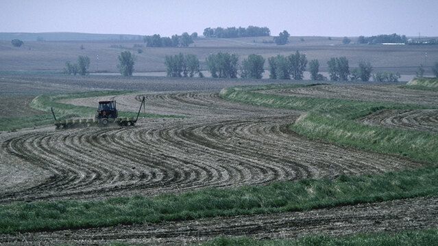 California Farmer Fights Government Claim That Dirt Is a Pollutant